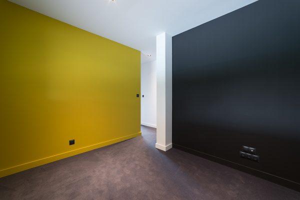Murs jaune et noir