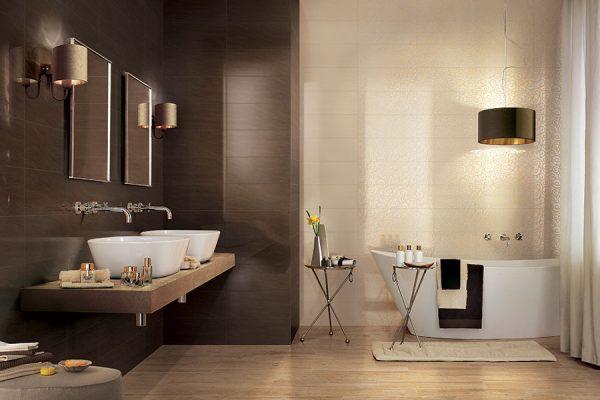 Salle de bain marron et creme
