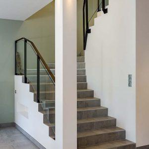 escalier avec marches carrelées